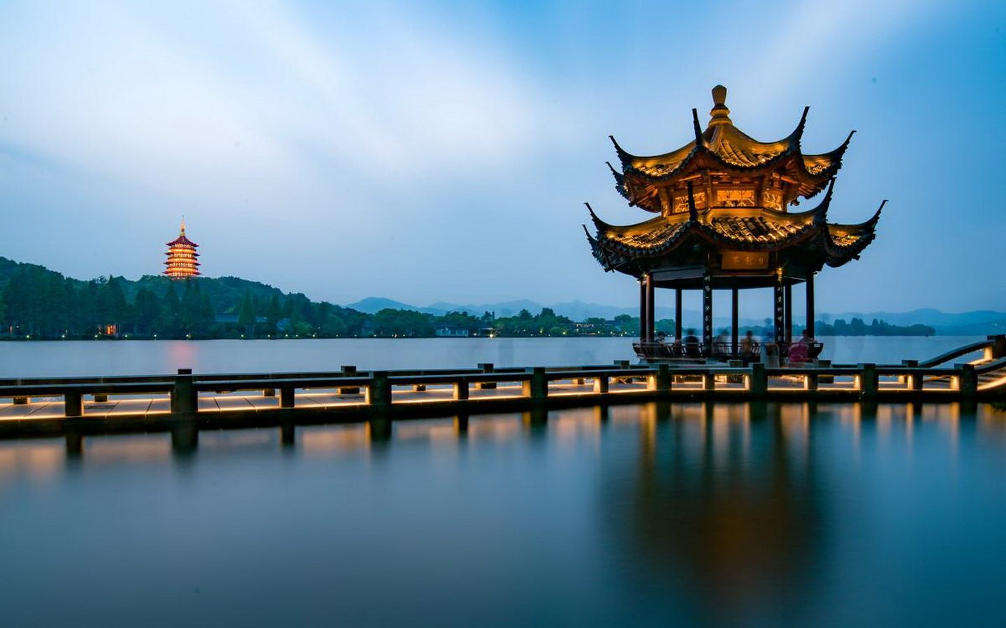 Discover Dreamy West Lake in China's Heaven-on-earth City Hangzhou